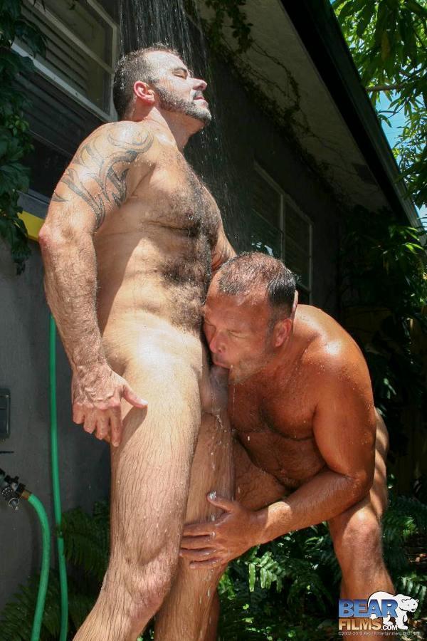 homo sous la douche vieux daddy gay