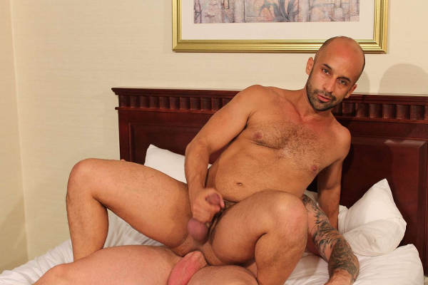 gros paquet gay hotel pour plan cul