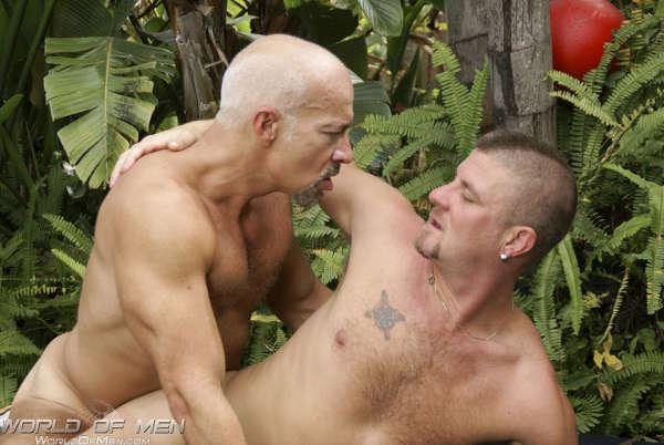 jeune ado gay baise plan cul avec jeune